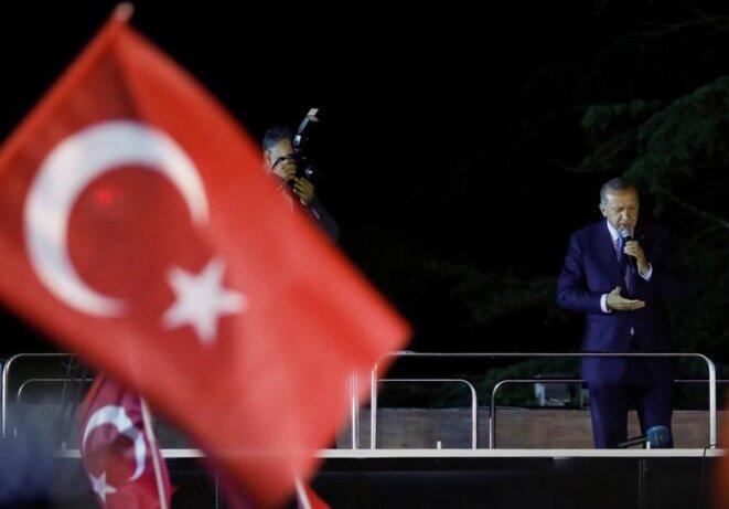 Erdogan s'adresse à ses électeurs, dimanche soir à Istanbul. © Reuters