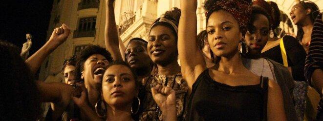 Femmes qui manifestent à Rio mai 2016 © Ellan Lustosa CitizenSide / AFP