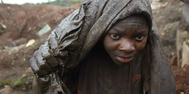 jeune garçon travaillant dans une mine au sud-est de la RDC, SCHALK VAN ZUYDAM/AP/SIPA