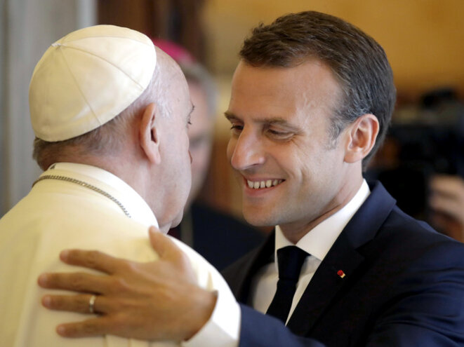 president-francais-emmanuel-macron-francois-embrassent-issue-entretien-heure-vatican-26-2018-0-729-546
