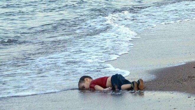 enfant échoué sur une plage au large de la Turquie, Nilüfer Demir