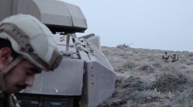 Un reportage au Yémen de SKY News Arabia montre des soldats des Emirats arabes unis avec leurs chars Leclerc. © SKY News Arabia