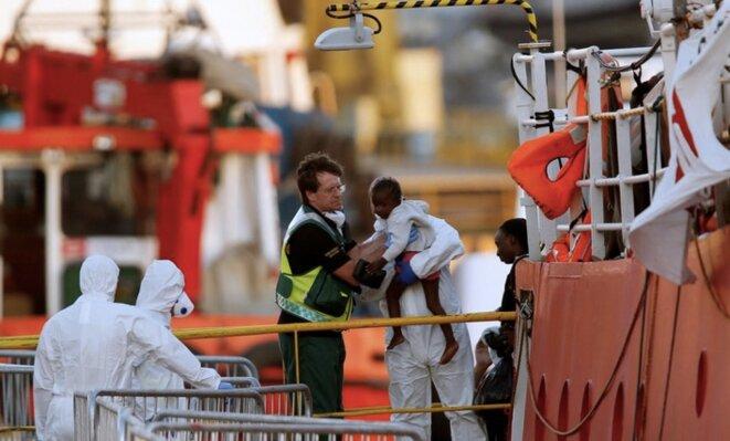 L'arrivée à Malte, mercredi 27 juin 2018, des migrants sauvés par le navire humanitaire « Lifeline ». © Reuters