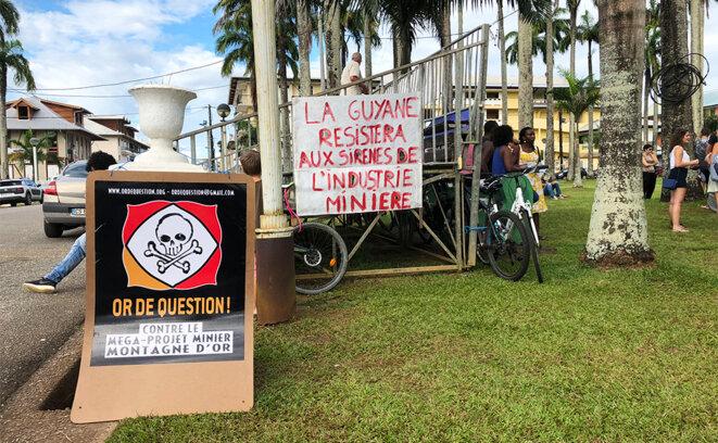 Rassemblement contre la Montagne d'or place des Palmistes, à Cayenne, le 16 juin 2018. © CG