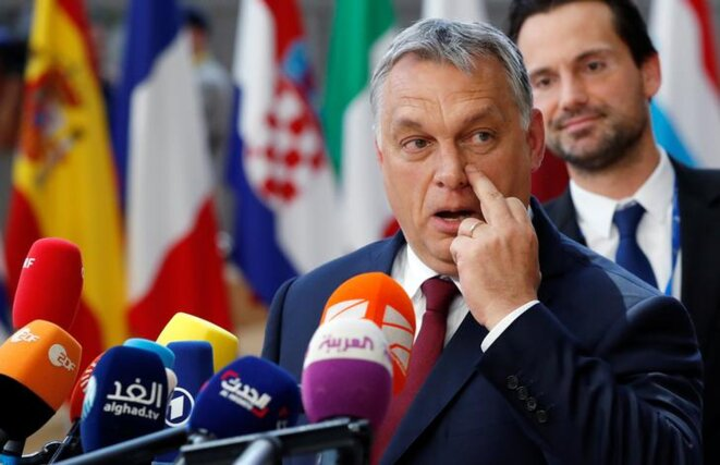 Viktor Orbán interrogé à son arrivée à Bruxelles, jeudi 28 juin. © Reuters
