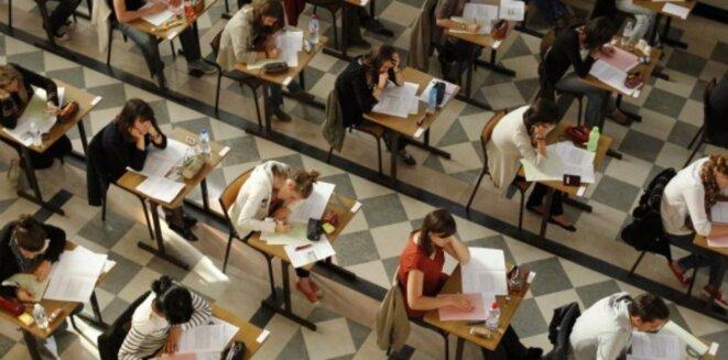 Des élèves du lycée Clemenceau à Nantes passent une épreuve du bac. © Reuters