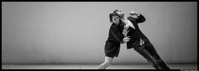 Au Festival Montpellier Danse, le duo Baro d'Evel invite à un voyage en noir et blanc © François Passerini