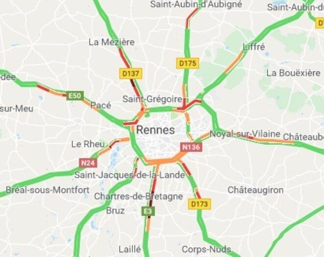 Exemple de congestion des axes routier un matin ordinaire (vers 8h15) autour de l'agglomération de Rennes (exemple typique de rurbanisation avec ses nombreux axes routiers à 4 voies en étoile)