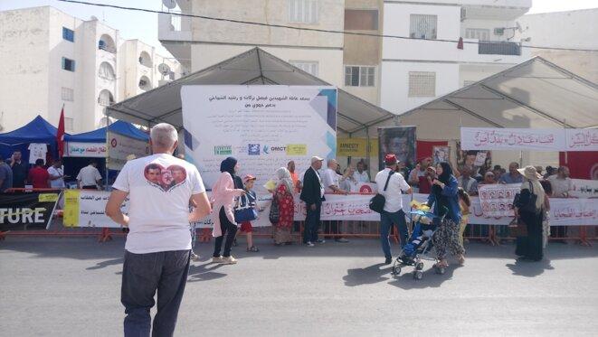 Vendredi 29 juin à Nabeul, des stands de soutien aux victimes. © L. B.