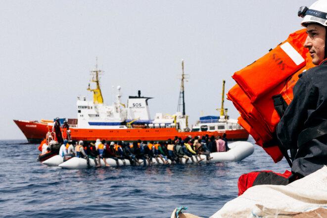 Opération de sauvetage à bord de l'« Aquarius ». © Yann Lévy / Hans Lucas