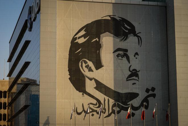 Portrait géant du Cheikh Tamim bin Hamad Al Thani sur un bâtiment de Doha, juin 2018. © Thomas Cantaloube