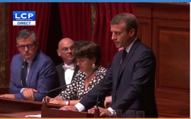 Pendant le discours du Président devant le Congrès à Versailles, le 9 juillet [capture d'écran]