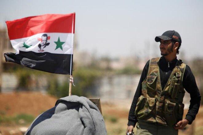 Un soldat de l'armée de Bachar al-Assad à proximité de Deraa, mardi 10 juillet. © Reuters