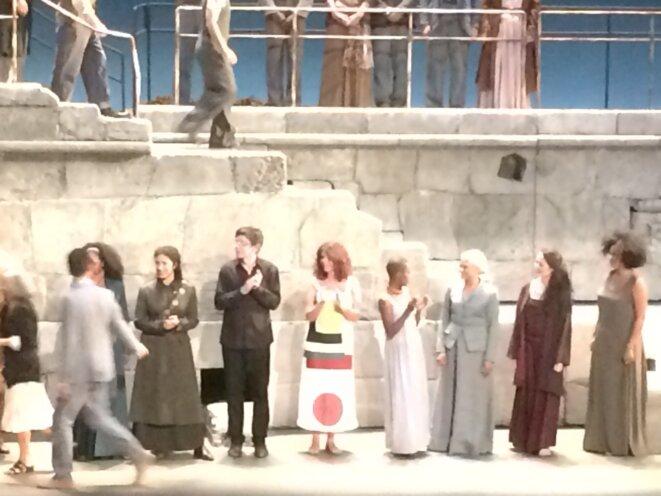 Salut Didon et Enée, Théâtre de l'Archevéché, Aix en Provence, 6 juillet 2018 – Maylis de Kerangal en blanc, tachetée.