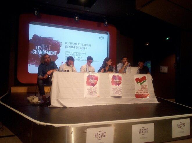 Le premier débat de l'université d'été du Vent se lève, avec notamment les députés Boris Vallaud et Elsa Faucillon. © PG