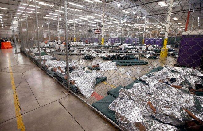 Le camp pour mineurs non accompagnés de Nogales, Arizona, photographié en 2014. Sous la présidence Obama. © DR
