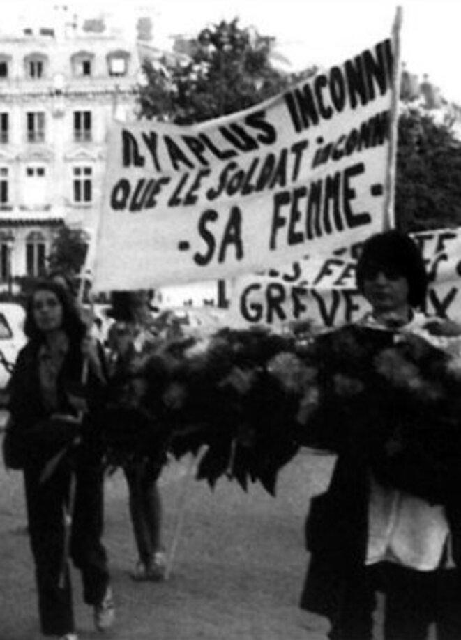 femmes48-gerbe-soldat-inconnu
