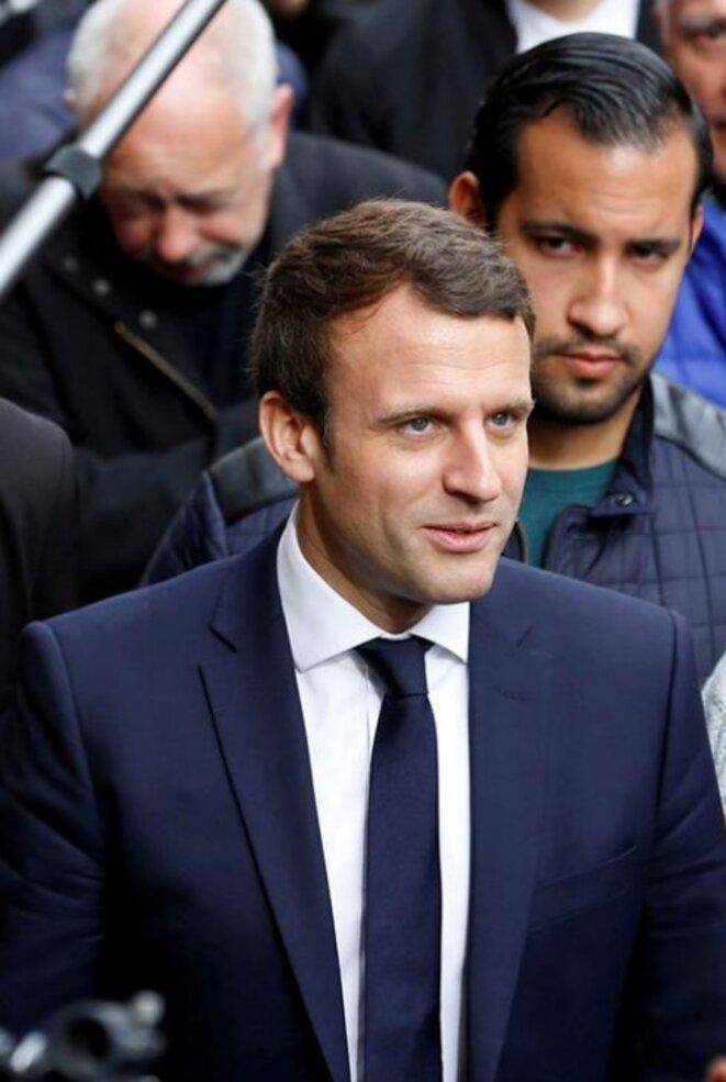 Emmanuel Macron et Alexandre Benalla à Rodez (Aveyron), le 5 mai 2017. © Reuters
