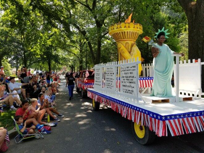 Rainy Leonor, « Lady Liberty » de la parade du 4 juillet à Wyomissing, Pennsylvanie. © Mathieu Magnaudeix
