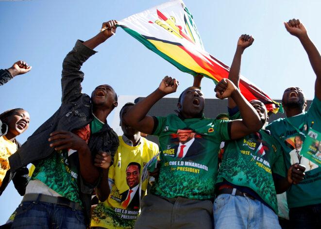 Des supporters du candidat (et président sortant) Emmerson Mnangagwa, le 6 juin 2018 à Harare (Zimbabwe). © Reuters