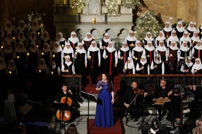 chorale musulmane et chanteuse chrétienne, chants de Noël, église catholique