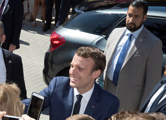 Alexandre Benalla standing behind Emmanuel Macron when he served as the president's bodyguard. © Photo d'archives/REUTERS/Philippe Wojazer