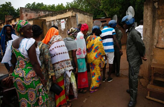 Security checks as voters line up in Mali's capital Bamako on Sunday. © Reuters