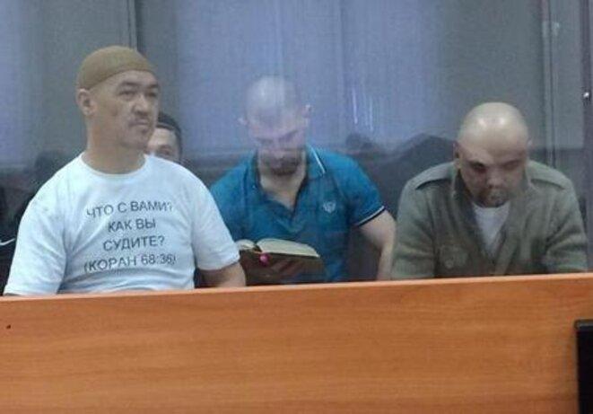 Quel est ton problème ? Que juges-tu ? Coran, 68-36. Inscription sur le maillot de Shamil Sharipov. © Les parents des prisonniers de «  Hizb ut-Tahrir »