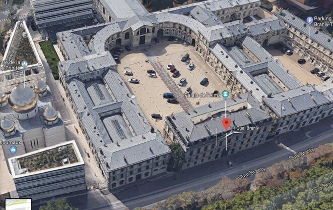 Vue aérienne du 11, quai Branly, où se trouvent une soixantaine d'appartements de la présidence de la République. © Google