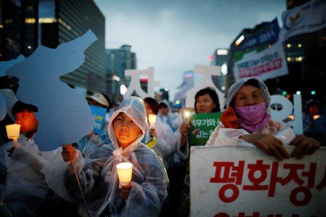 Une manifestation pour la réunification des deux Corée, le 9 juin dernier, à Séoul. © Reuters
