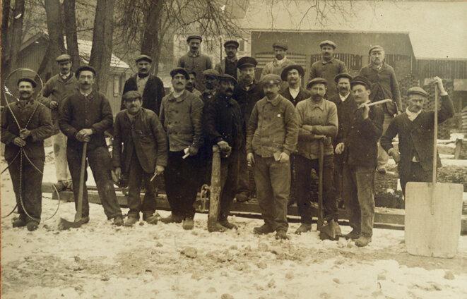 Les ouvriers de la scierie de Tison (Poitiers) vers 1920
