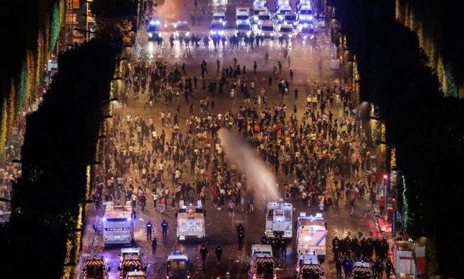 Affrontements sur les Champs-Élysées après la finale de la coupe du monde