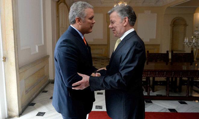 Iván Duque (a la derecha), nuevo presidente de Colombia, y su predecesor Juan Manuel Santos. © Reuters