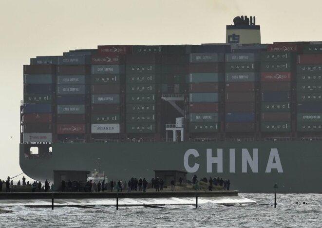 Le porte-conteneurs chinois CSCL Globe en 2015. © Reuters