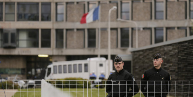 Police officers stand guard outside Fleury-Merogis prison, south of Paris, which is the largest in Europe. © Reuters