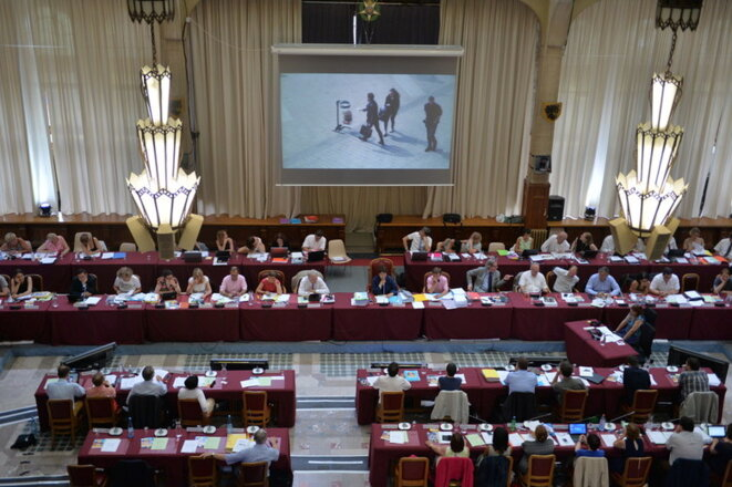 Le conseil municipal de Lille dans la grande salle de la mairie