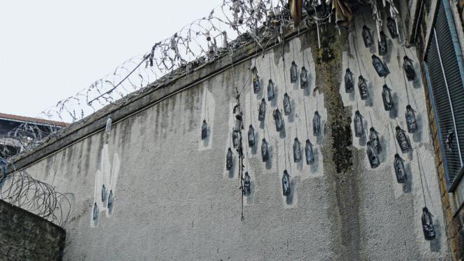 Les yoyos d'Ernest Pignon-Ernest lors de son intervention en 2012 à la prison Saint-Paul, à Lyon, après sa fermeture. © Ernest Pignon-Ernest
