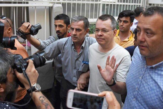 Le pasteur Andrew Brunson à son retour chez lui à Izmir, où il a été placé en résidence surveillée fin juillet. © Reuters