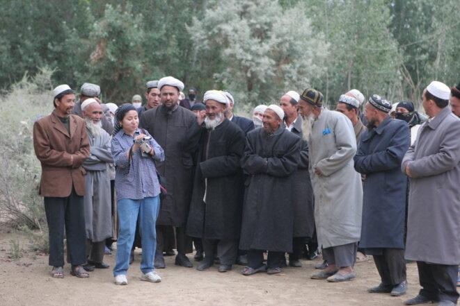 Rahile Dawut, troisième en partant de la gauche, une académique ouïghoure, travaillant dans la région autonome ouïghoure du Xinjiang, Chine, en 2005. Elle est disparue depuis huit mois. © Lisa Ross