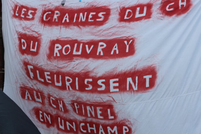 Une référence aux batailles menées par les équipes psychiatriques de l'hôpital du Rouvray, ce printemps. © MG