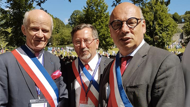 Conservative councillors attending Catholic ceremonies in Lourdes wearing their official sashes. © Facebook
