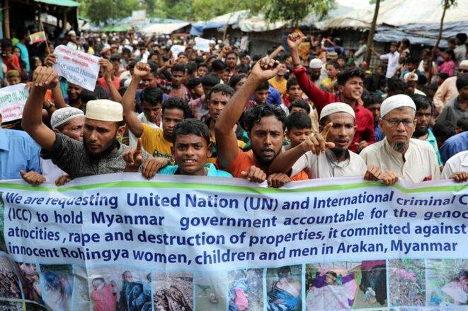 Une manifestation de réfugiés rohingyas le 25 août, au Bangladesh. © Reuters