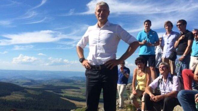 Laurent Wauquiez au sommet du Mont Mézenc © Radio France - Mahauld Becker-Granier