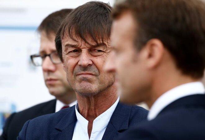 Nicolas Hulot en déplacement avec Emmanuel Macron au Cap Fréhel (Côtes d'Armor), le 20 juin. © Reuters