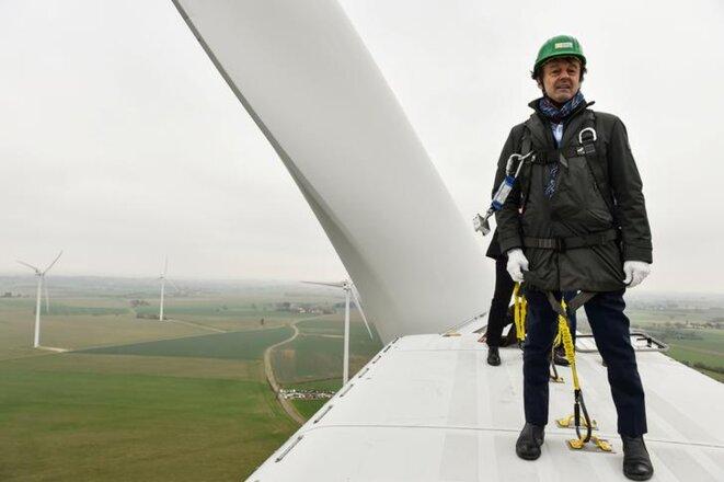 Nicolas Hulot au sommet d'une éolienne, en janvier 2018. © Reuters