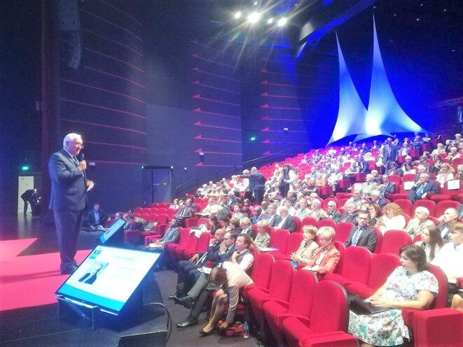 Assis au 1er rang dans la salle, l'Ambassadeur Haut Représentant du Gabon en France, S.E.M Flavien ENONGOUÉ