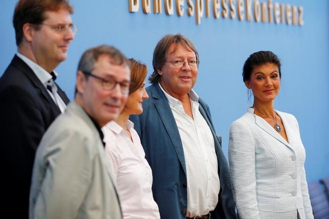 Sahra Wagenknecht (à droite), aux côtés de Ludger Volmer et Simone Lange à Berlin, le 4 septembre 2018. © Reuters