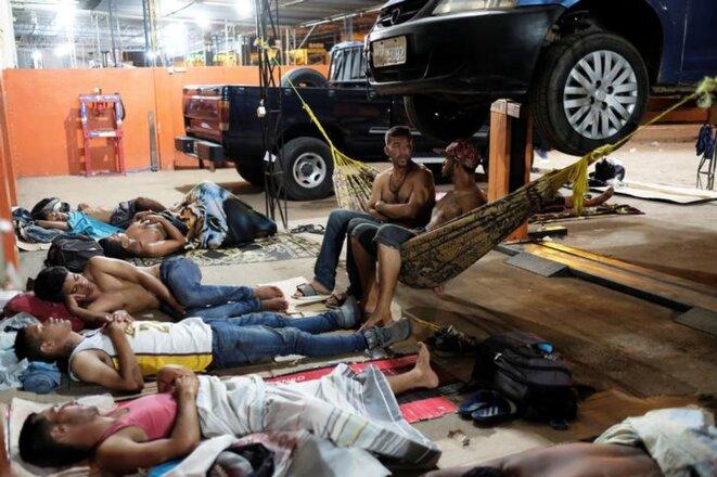 Des réfugiés vénézuéliens à la gare de Boa Vista, dans l'État de Roraima (Brésil). © Reuters