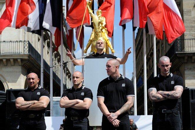 Des militants des Jeunesses nationalistes-révolutionnaires le 13 mai 2012, rue de Rivoli à Paris, devant leur leader Serge Ayoub. © Lionel Préau
