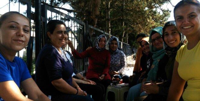 Ouvrières licenciées devant l'usine Flormar de Gebze, en Turquie. © NC